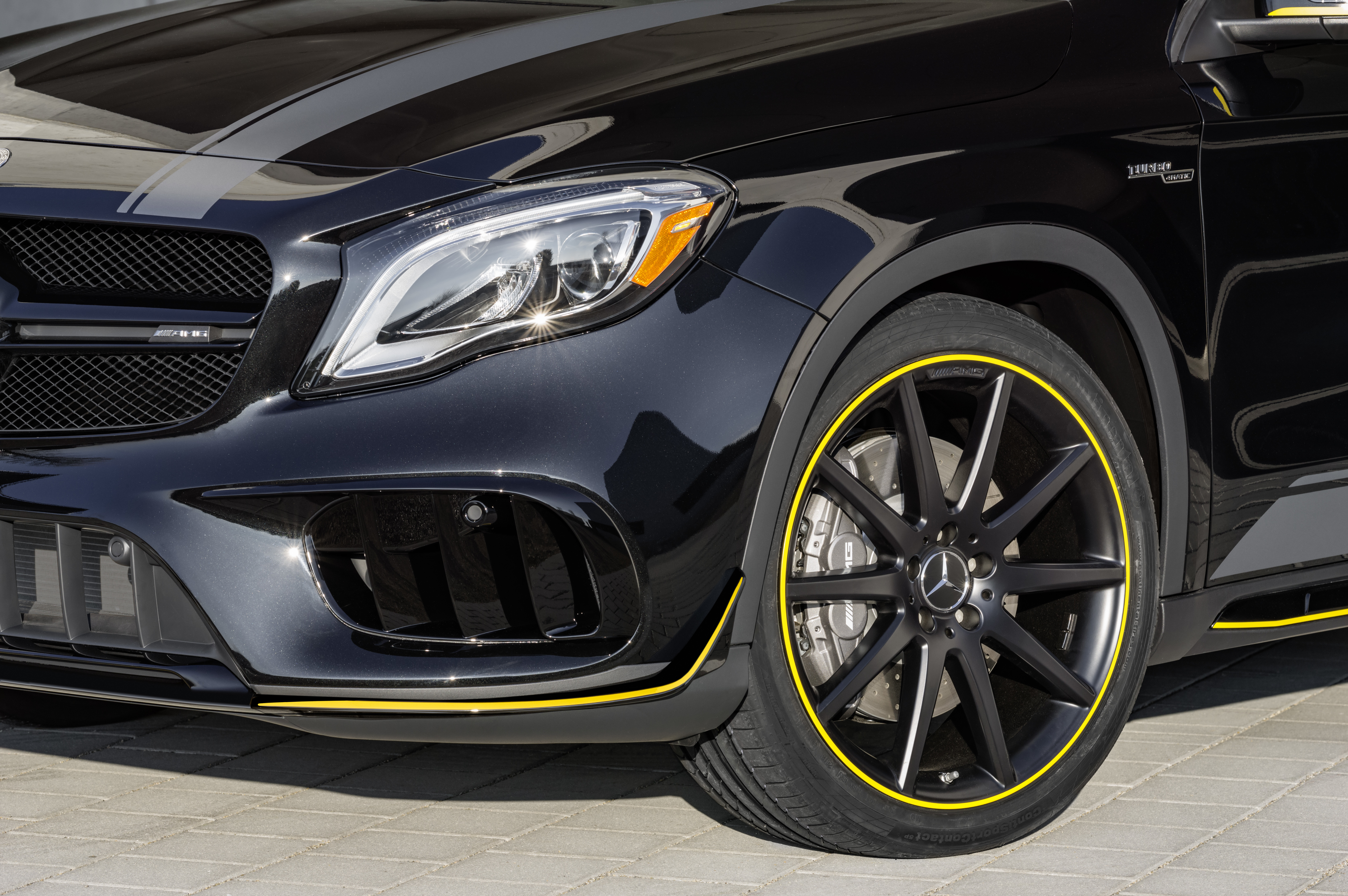 Mercedes-Benz AMG GLA 45 4MATIC Yellow Night Edition