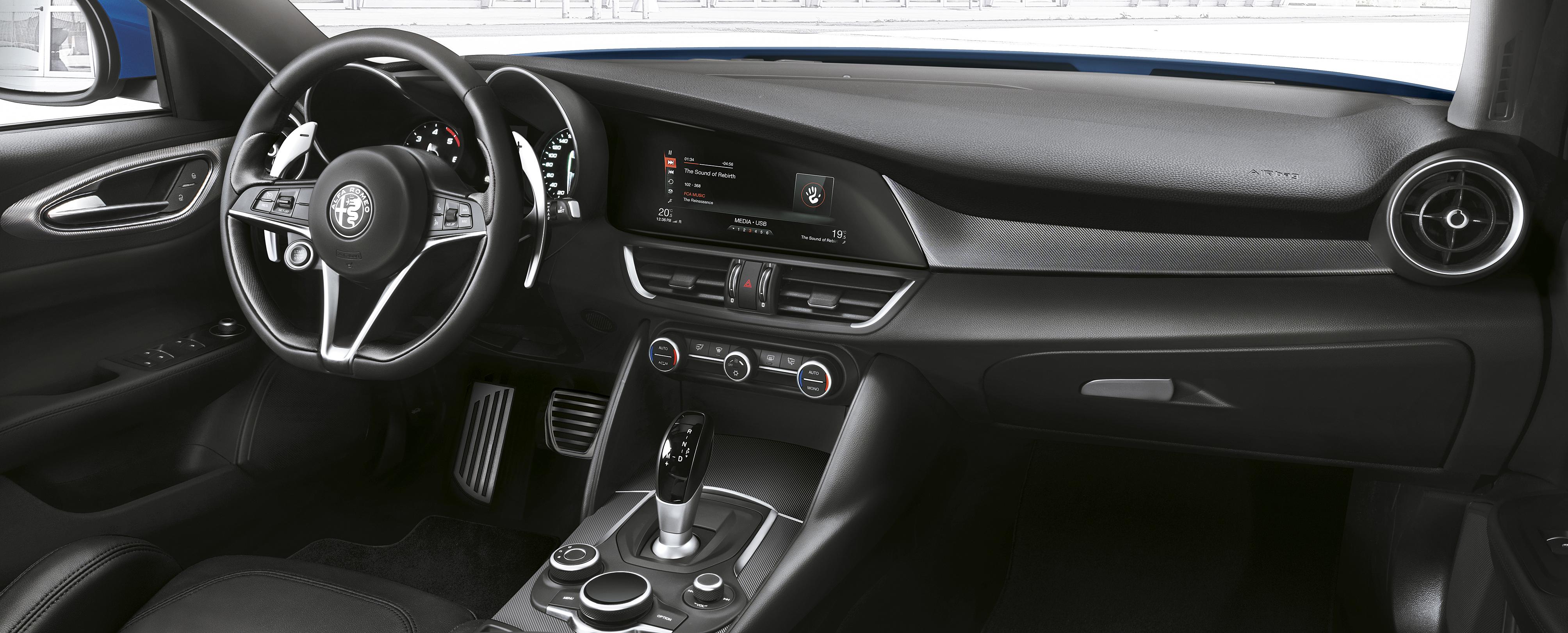 Alfa-Romeo Giulia: interni