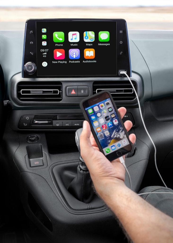 Opel Combo Life 1.5 CDTI 100 cavalli: infotainment Apple Carplay