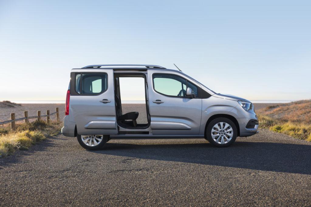 Opel Combo Life 1.5 CDTI 100 cavalli: porta scorrevole