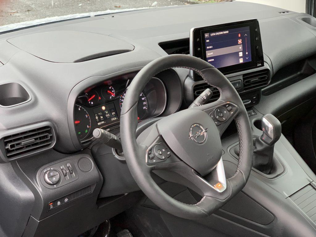 Opel Combo Life 1.5 CDTI 100 cavalli: abitacolo