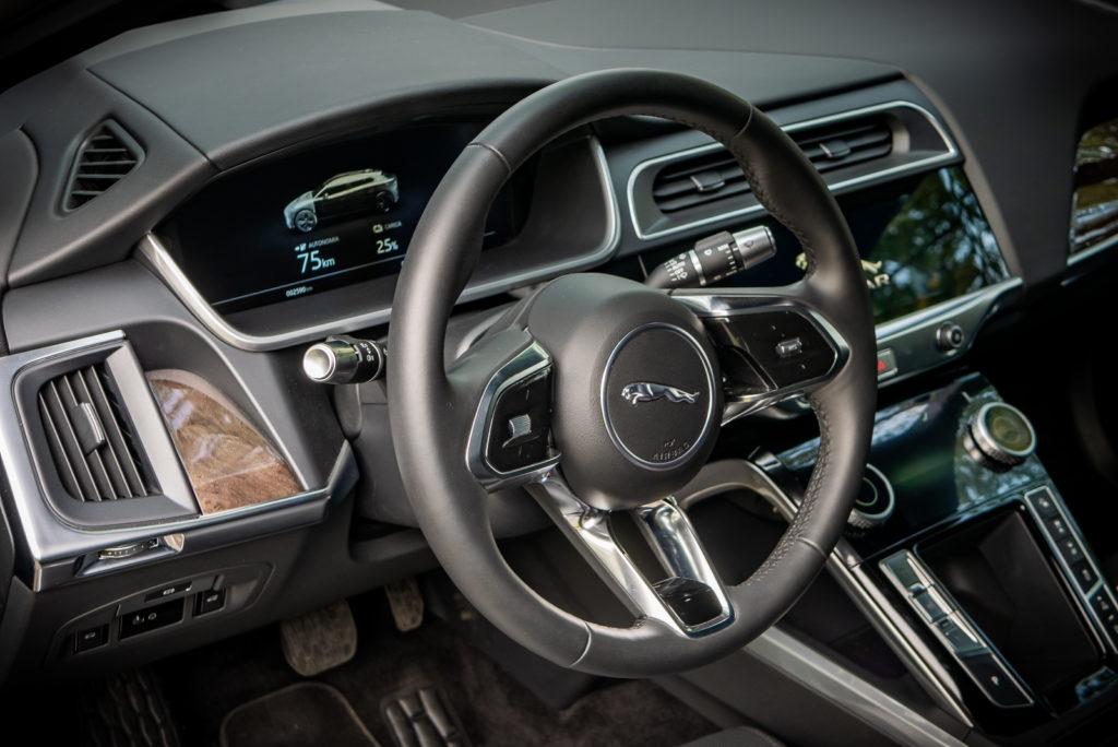 Jaguar I-PACE HSE MY19: posto di guida