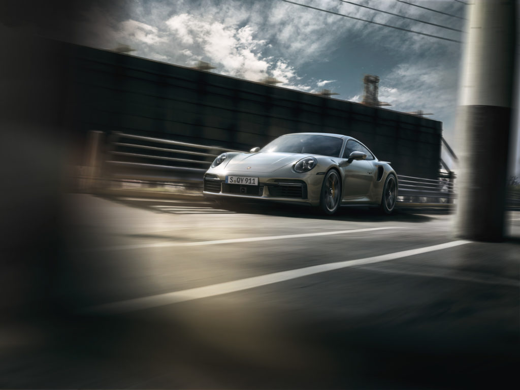 Porsche 911 Turbo S: frontale laterale