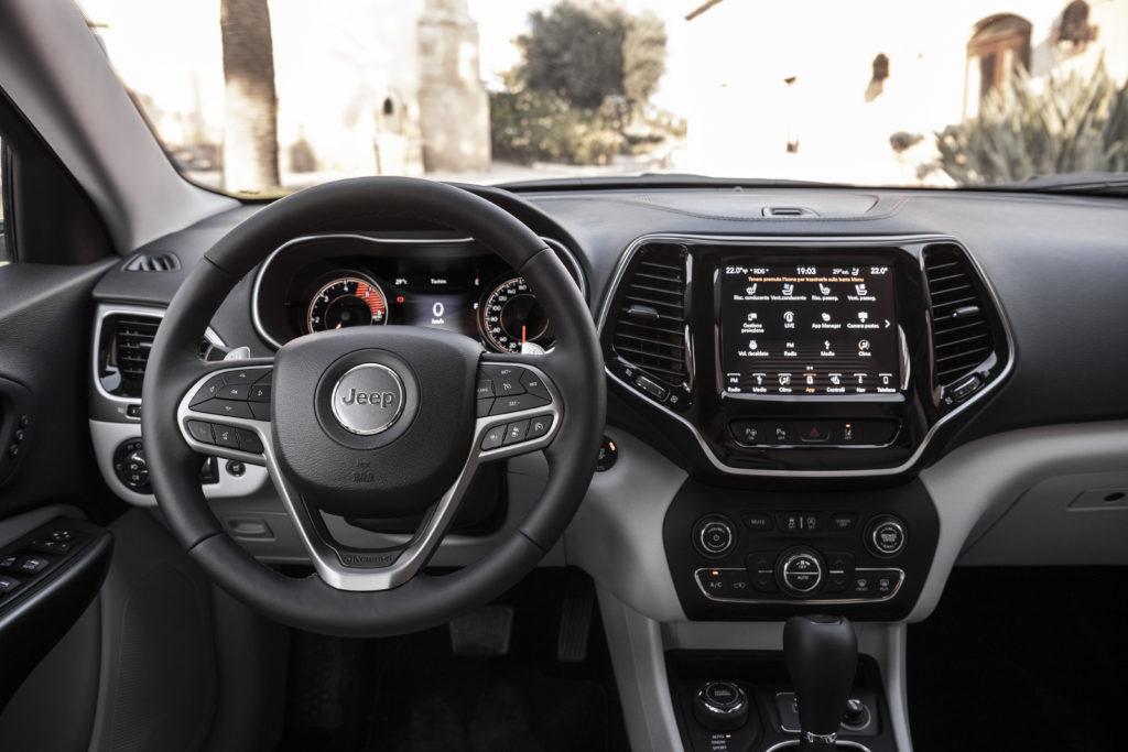 Jeep Cherokee Limited 2.0 272cv - interno