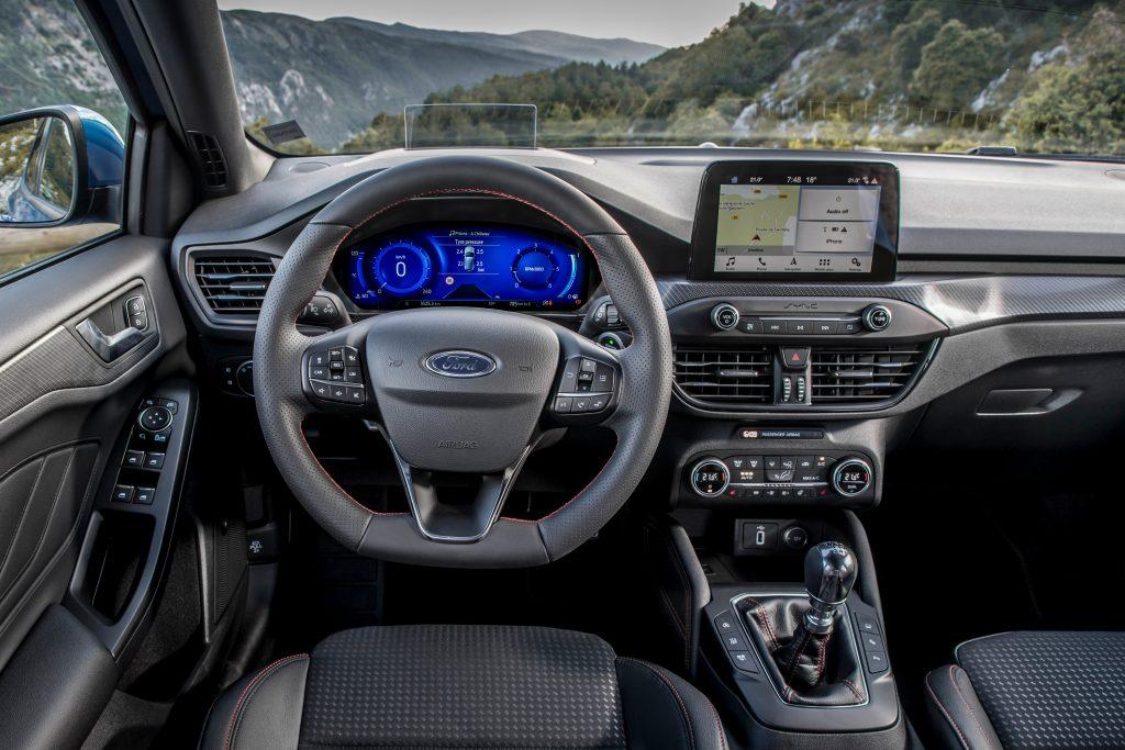 Ford Focus Hybrid ST-Line X - Posto Guida