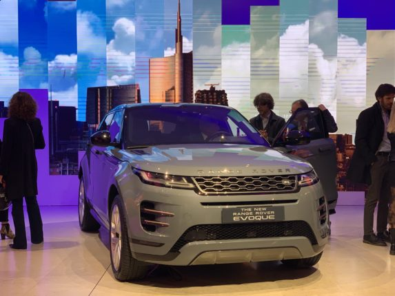 Range Rover Evoque alla Milano Design Week 2019